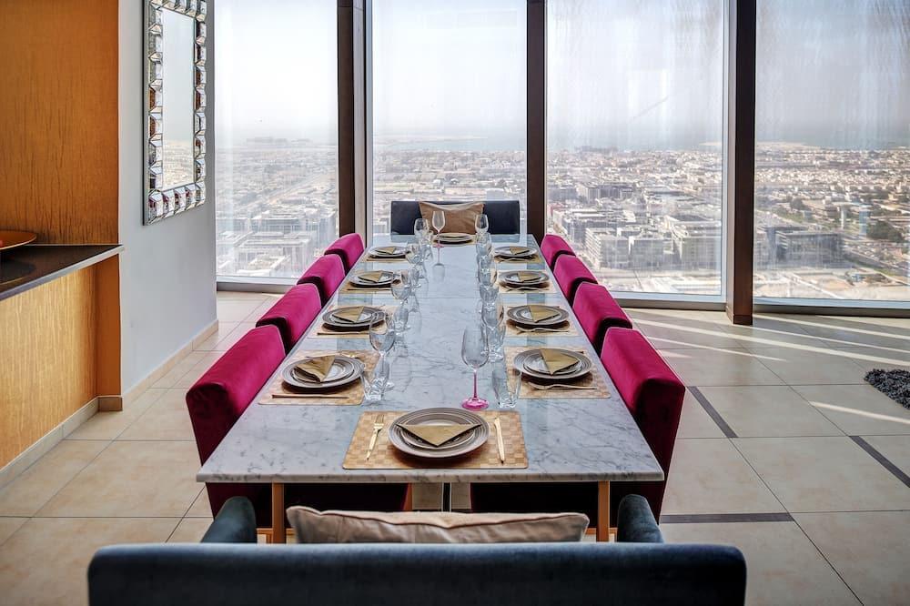 Īpaši liels divstāvu numurs, piecas guļamistabas, skats uz pilsētu, tornis - Numura ēdamzona