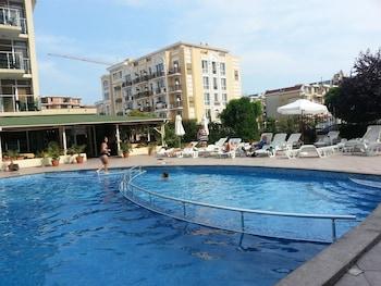 陽光海灘梅納達茱莉亞公寓酒店的圖片