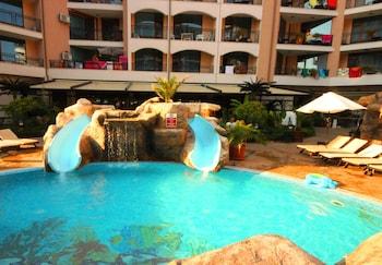 陽光海灘梅納達卡蘿利納公寓酒店的圖片