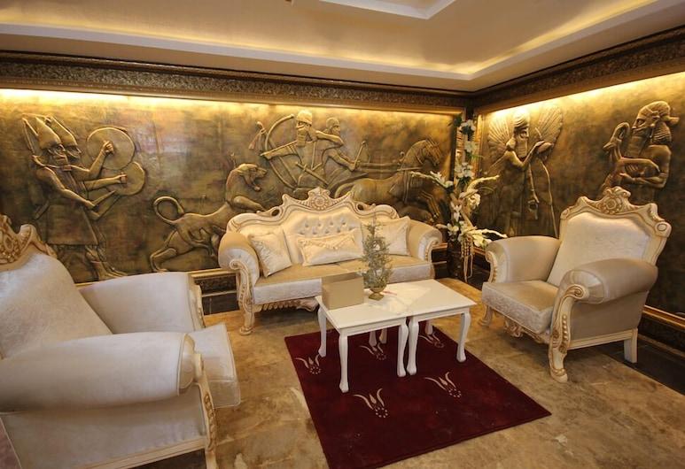 The Ancient Mesopotamia Hotel, Batman, Sitteområde i lobbyen