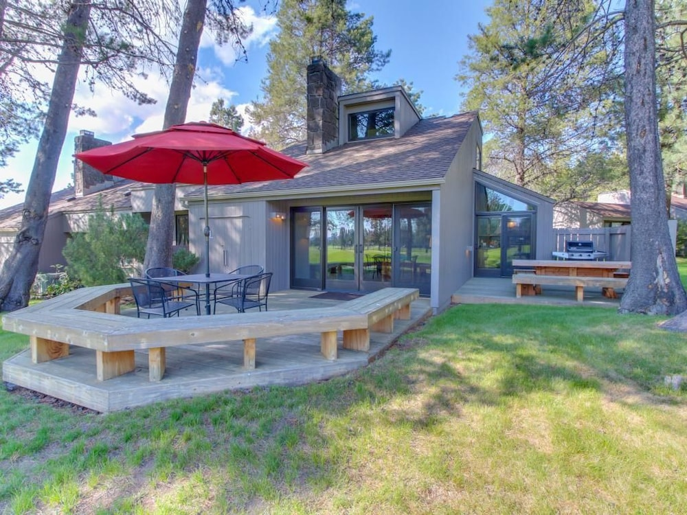 Meadow House 30 Discover Sunriver 2 Bedrooms Terrace Patio