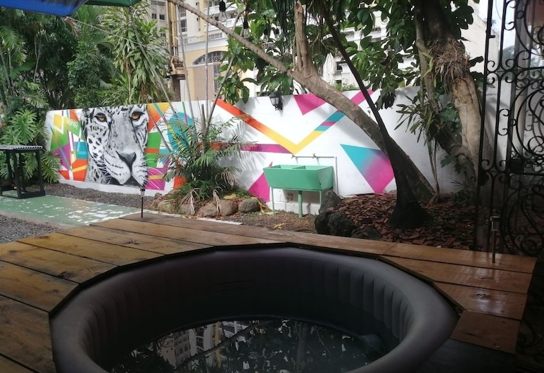 Zebulo Hostel, Panama City, Outdoor Spa Tub