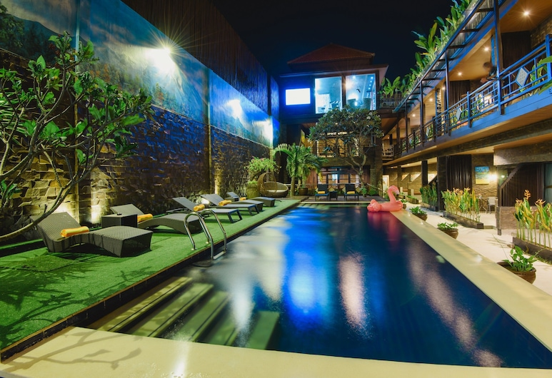 峇里艾莫爾飯店, 水明漾, 游泳池