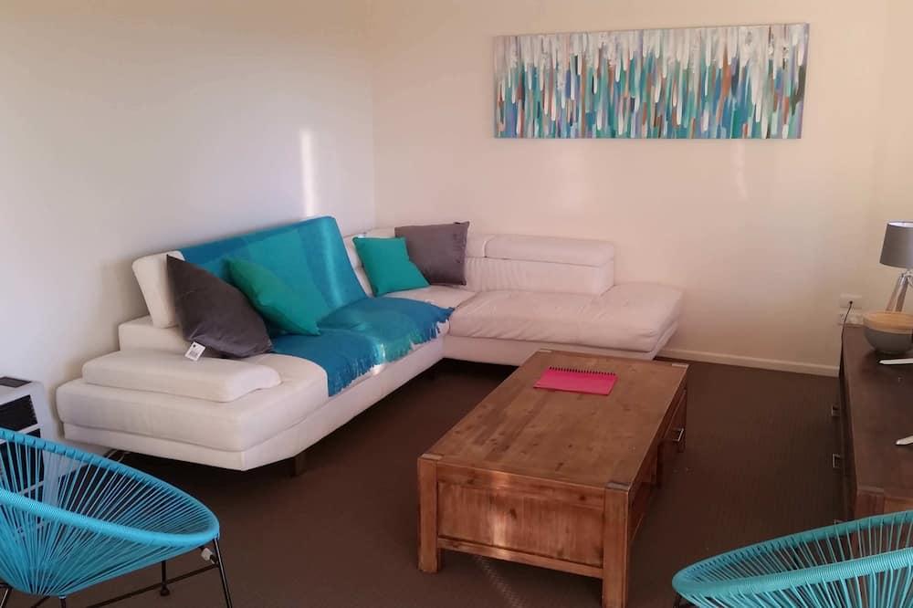 Будинок, 4 спальні, 2 ванни - Вітальня