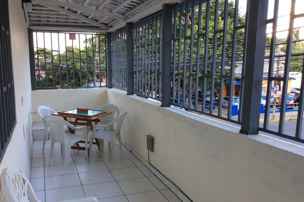 Studios 208-210 - Terrace/Patio