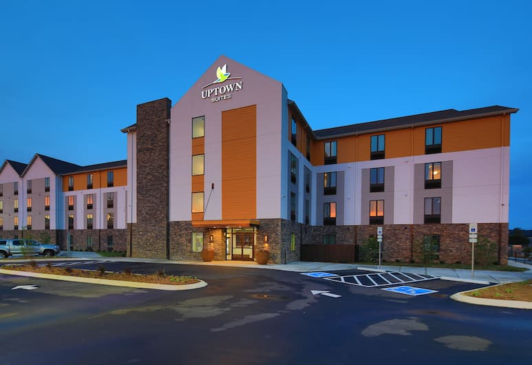 Uptown Suites Extended Stay Nashville TN – Smyrna, Smyrna, Hotel Front – Evening/Night