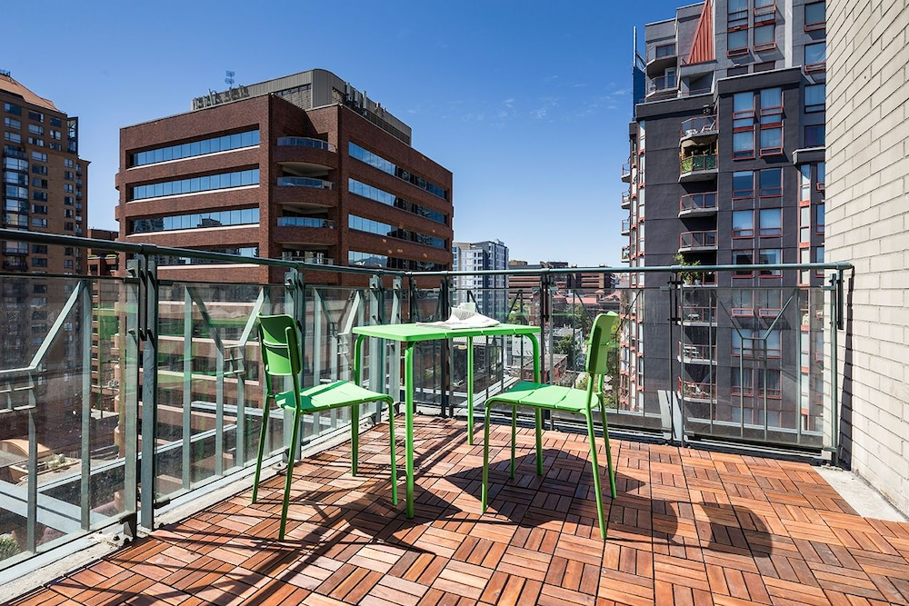 2br In Yaletown By Sonder Vancouver Terrace Patio