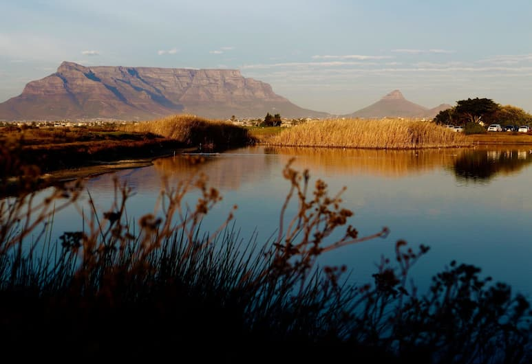 Cinnamon House Bed and Breakfast, Cape Town, Lake