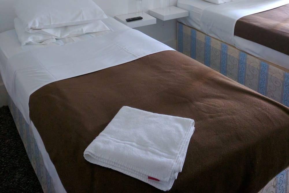Двухместный номер с 1 или 2 кроватями, смежные ванная комната и спальня - Номер
