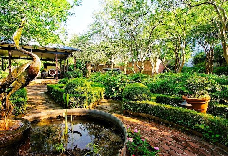 GardenSong B&B, Νάτσεζ, Κήπος