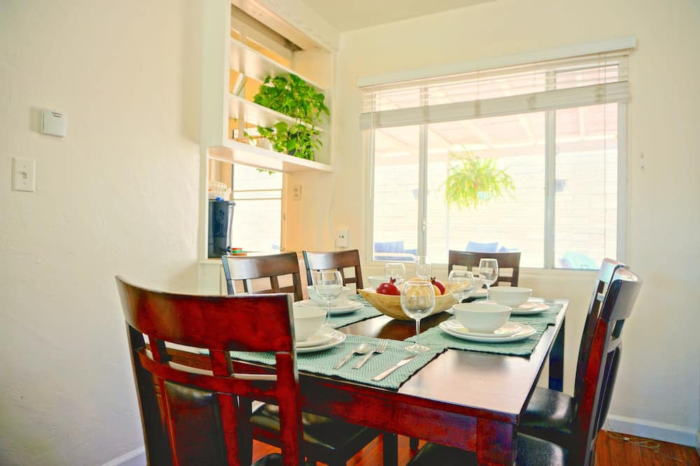 Apartment, 3 Bedrooms, View - In-Room Dining