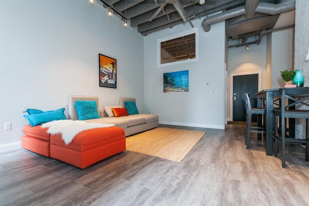 شقة - غرفتا نوم - بمنظر - منطقة المعيشة