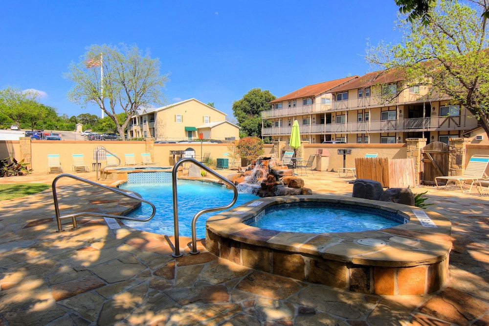 Cau On The River New Braunfels Condo 4 Bedrooms Outdoor Pool