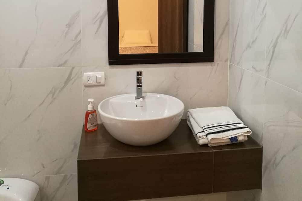Family Apartment, 3 Bedrooms, Accessible, Ground Floor - Bilik mandi