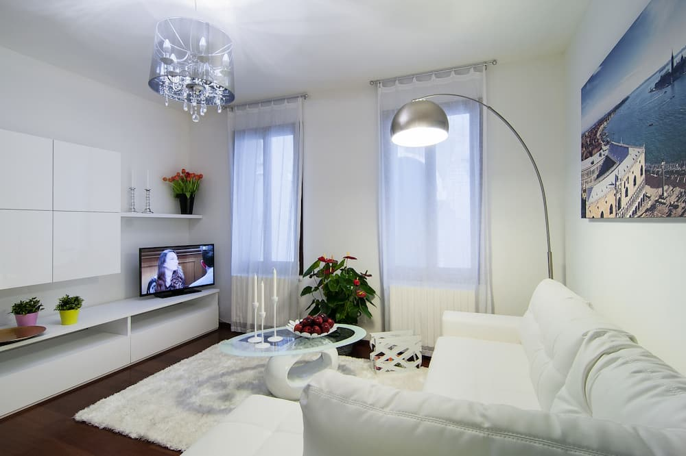 Family Apartment, 2 Bedrooms, City View (AD White) - Living Room