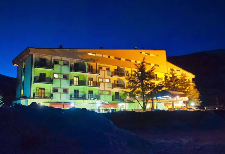 Magnola Palace Hotel, Ovindoli, Hotel Front – Evening/Night