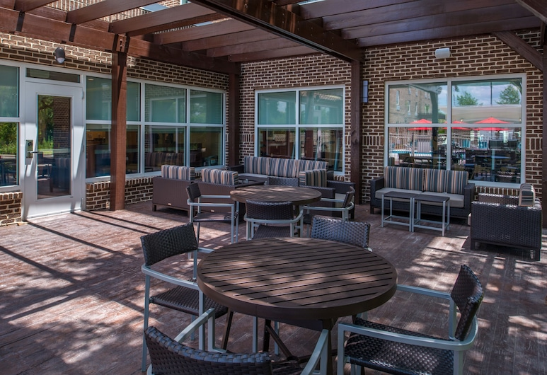 TownePlace Suites by Marriott Charleston-West Ashley, Charleston, Terrace/Patio