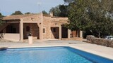 Choose this Villa in Santanyi - Online Room Reservations