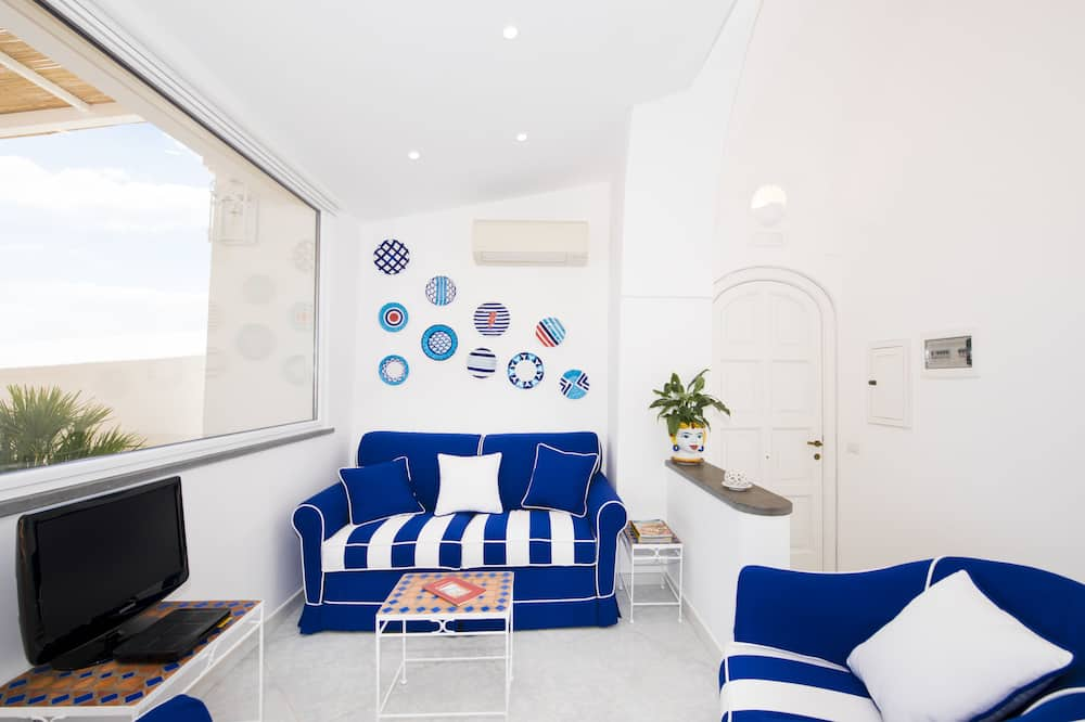 Căn hộ Deluxe, Nhiều giường, Hiên, Quang cảnh biển - Khu phòng khách