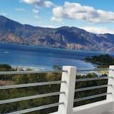 З видом на озеро