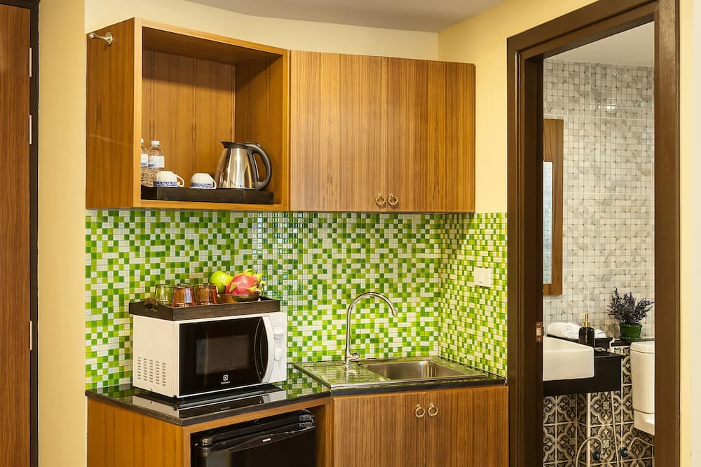 Grand Deluxe Room - Microwave