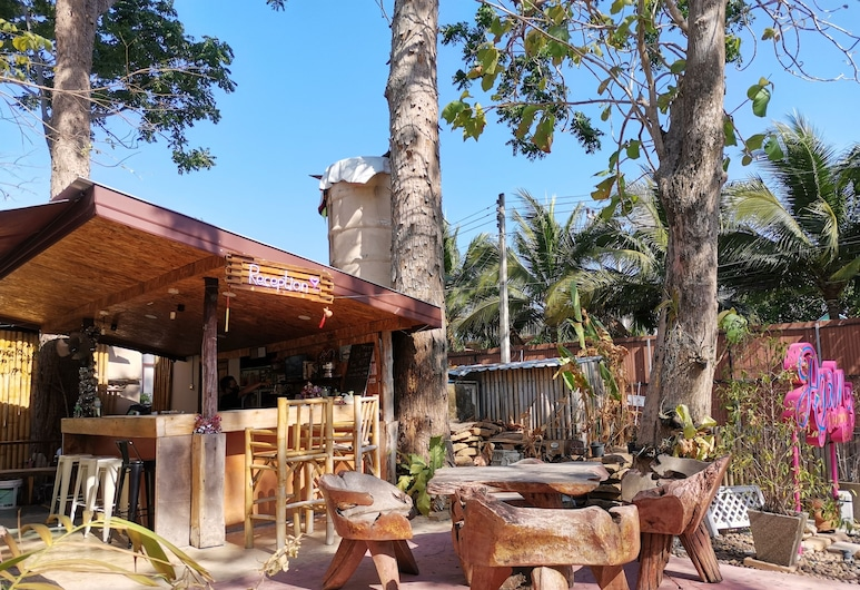 Again at Naiharn Beach Resort, Rawai, Receção