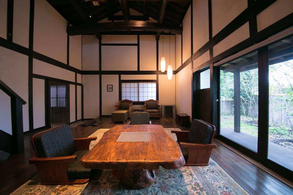 Tradicionális házikó (w/Indoor Bath(Maisonette or Japanese)) - Nappali rész