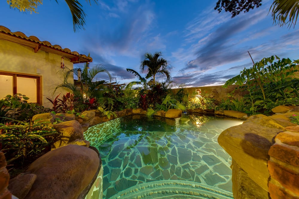 Habitación de luna de miel, 1 cama doble, baño privado, junto a la piscina - Sala de estar