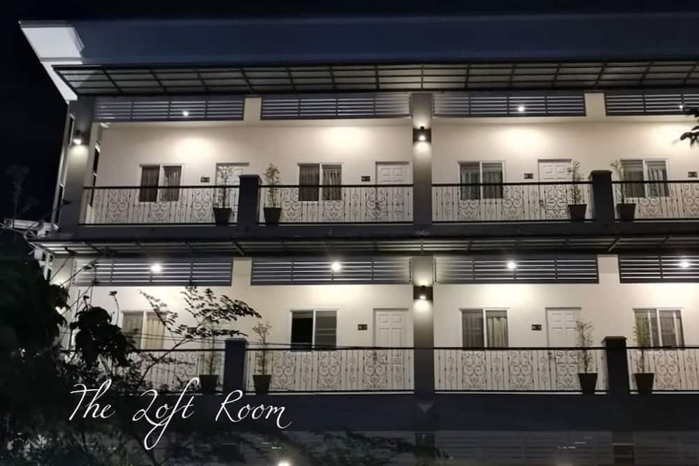 Hotellets front – kveld/natt