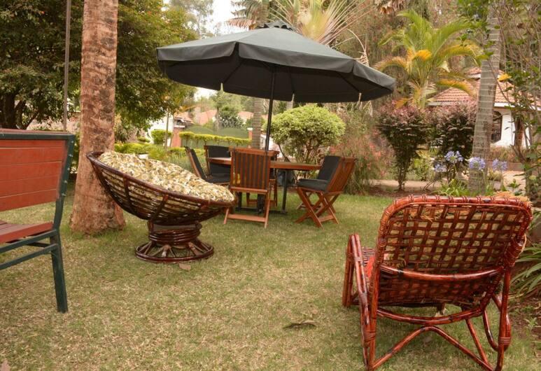Karen Bomas Inn, Nairobi, Property Grounds