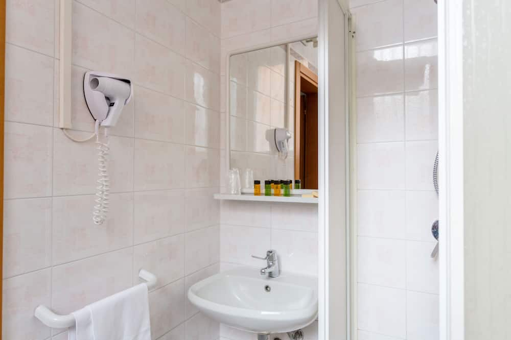 Superior Double Room (extra bed) - Bathroom