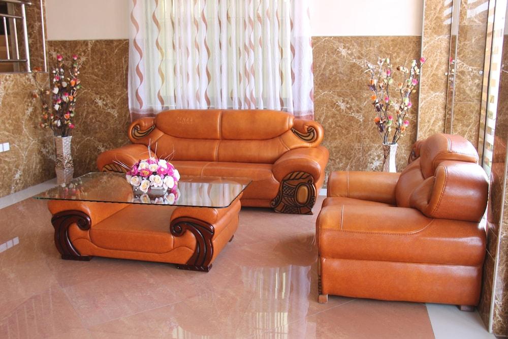 Silver Paradise Hotel Dar Es Salaam Lobby Sitting Area