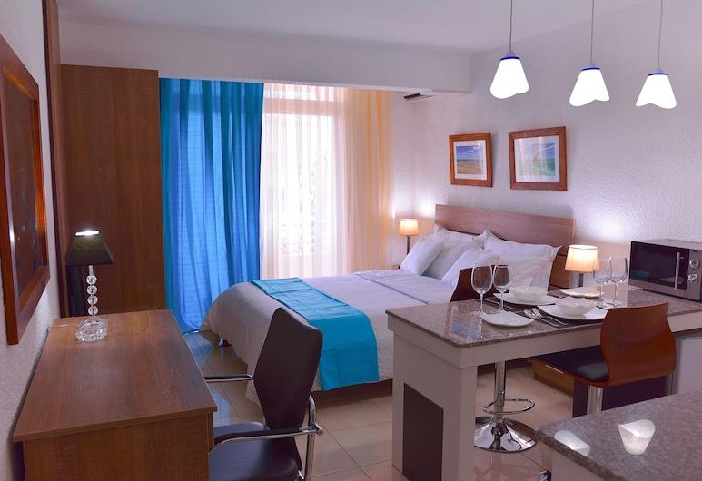 Silverleaf Service Apartments Mauritius, Flic-en-Flac, Studio Deluks, dapur kecil, Tempat Makan Di Kamar