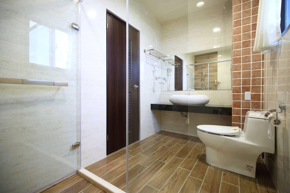 Habitación cuádruple Confort, 2 camas dobles, para no fumadores, balcón - Baño