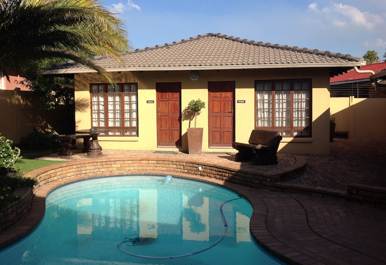 d Vine Guest House, Secunda, Property Grounds