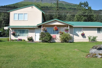 Picture of Mountain View Vacation Rentals in Seward