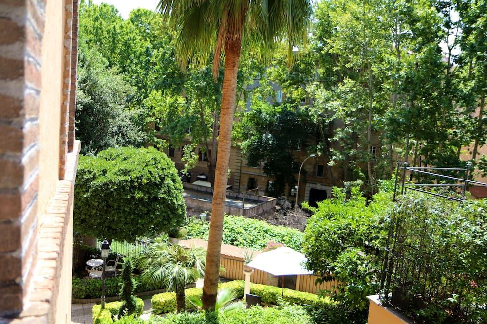 Executive trokrevetna soba - Pogled na vrt