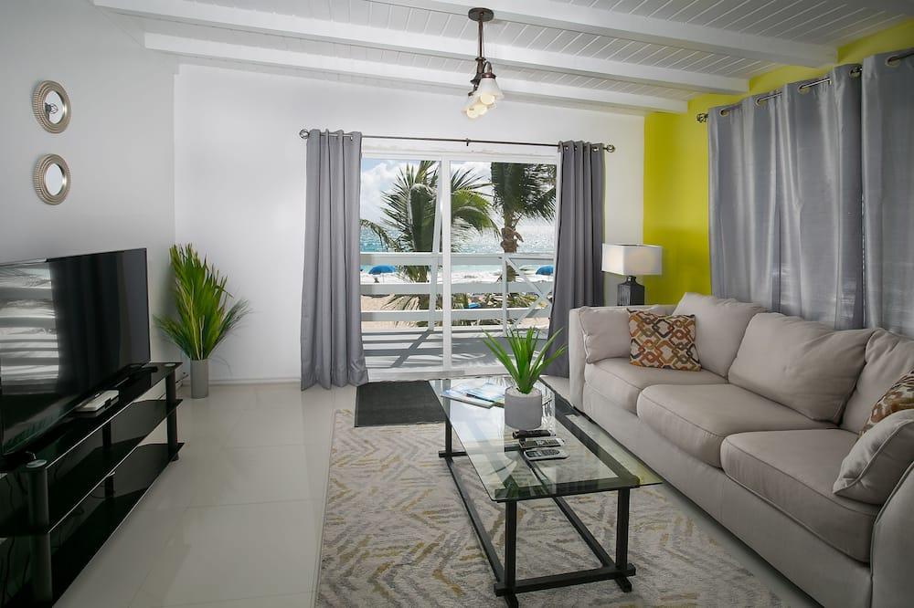 Studio Suite, 1 King Bed, Balcony, Beach View (PERIDOT) - Living Room