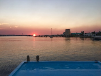 Picture of Sunset Houseboat in Fort Walton Beach