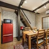 Ferienhaus (Machiya Entire) - Essbereich im Zimmer