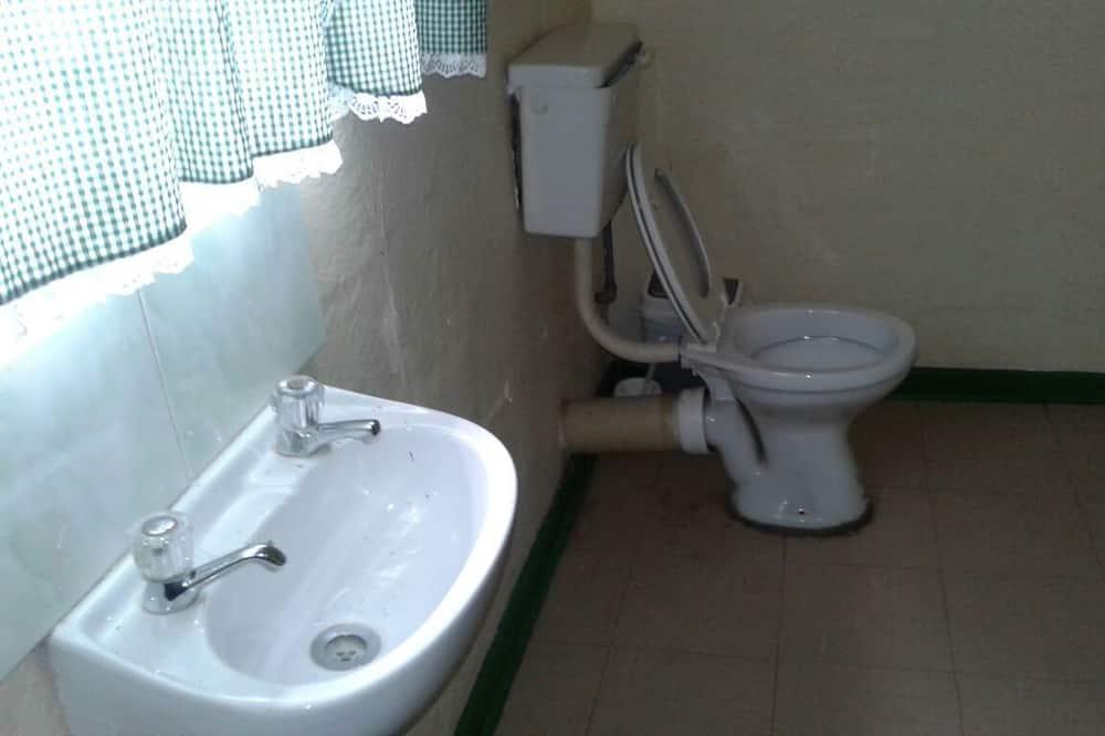 Двухместный номер «Эконом» с 1 двуспальной кроватью - Раковина в ванной комнате