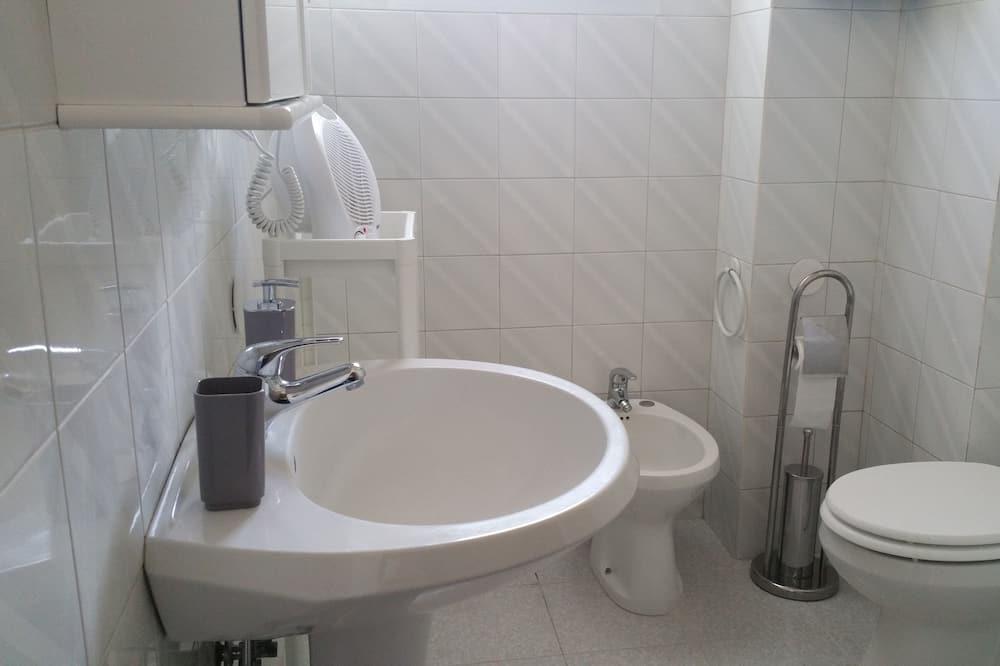 Izba s dvojlôžkom alebo oddelenými lôžkami, súkromná kúpeľňa (External) - Kúpeľňa