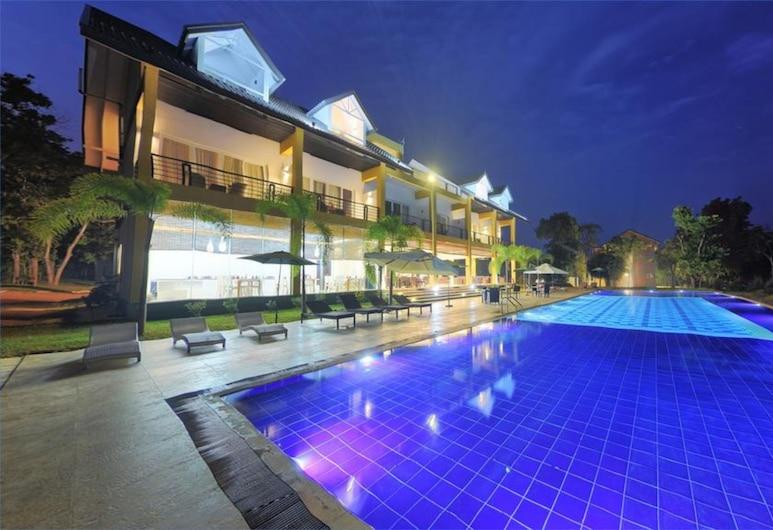 Cassandra Culture Resort, Dambulla, Pool