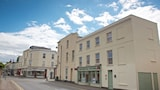 Choose this Apartment in Cheltenham - Online Room Reservations