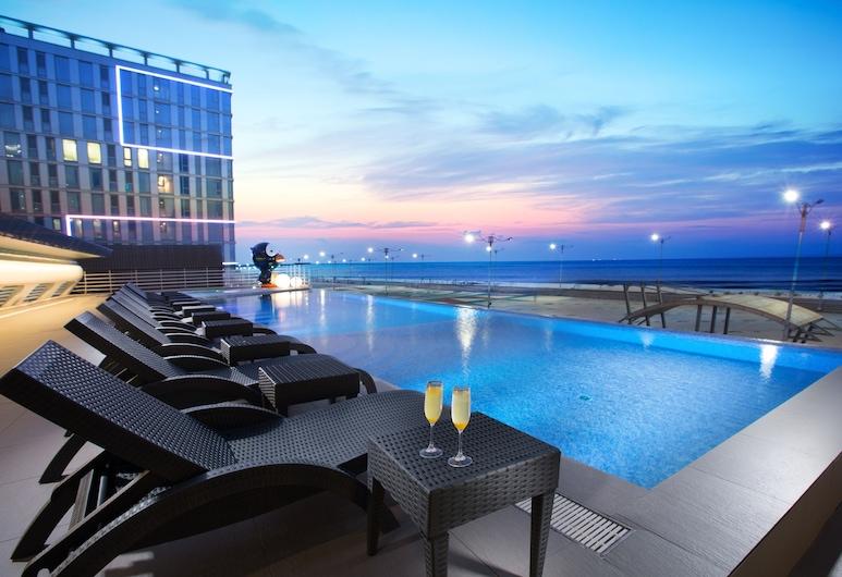 ويستل لارك هوتل, Jeju City, حمّام سباحة خارجي