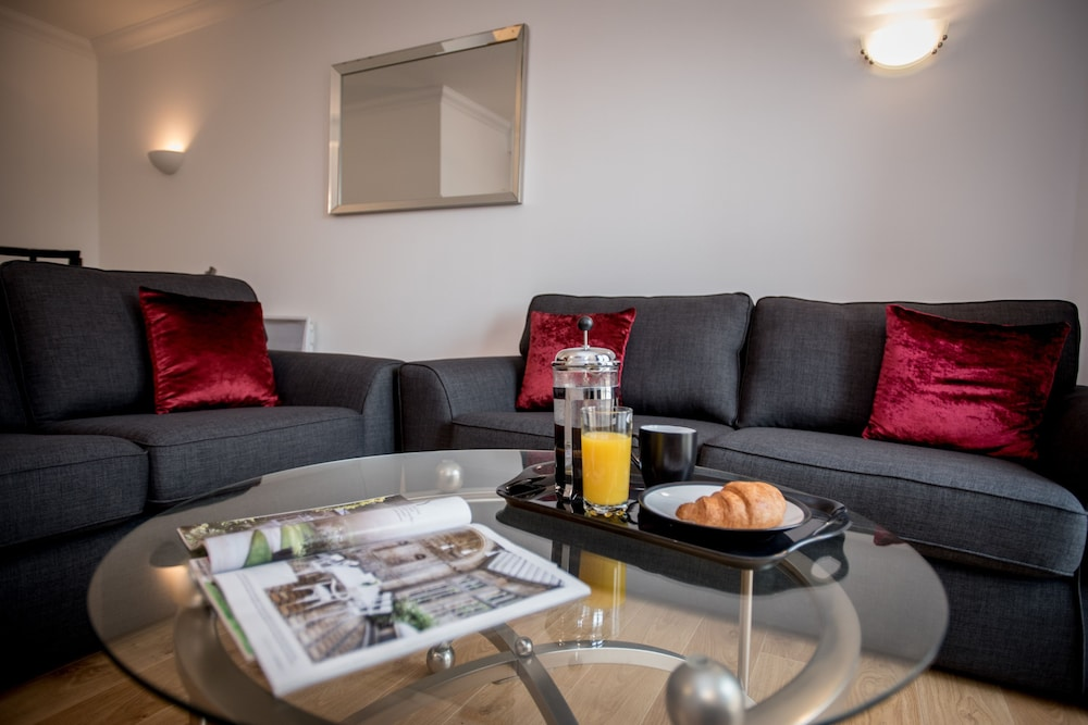 Celador Apartments - Riverside House Serviced Apartments (Reading ...