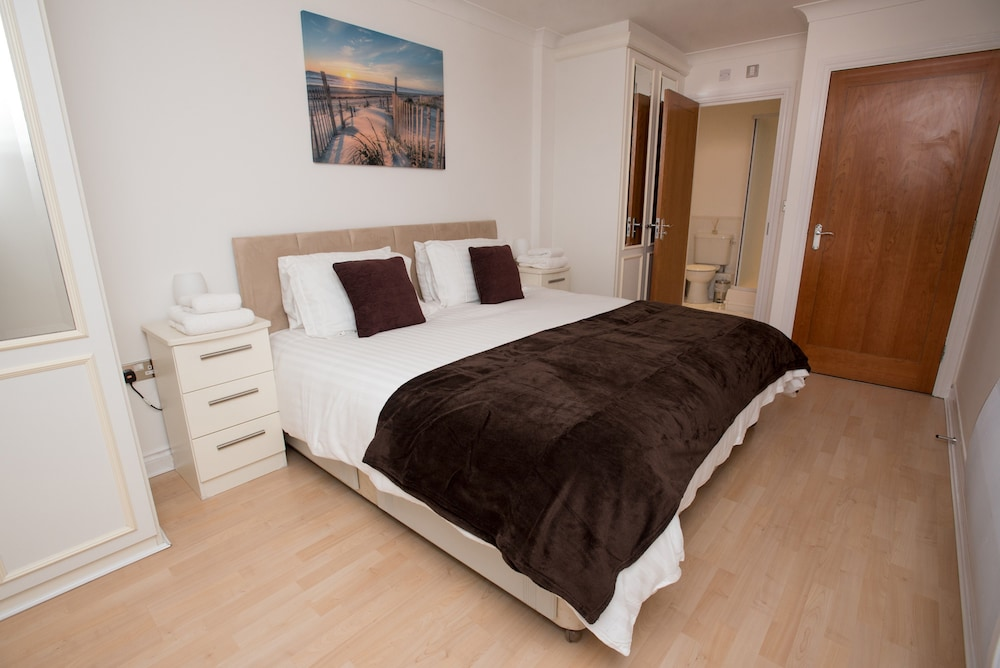 Book Celador Apartments - Riverside House Serviced Apartments in ...