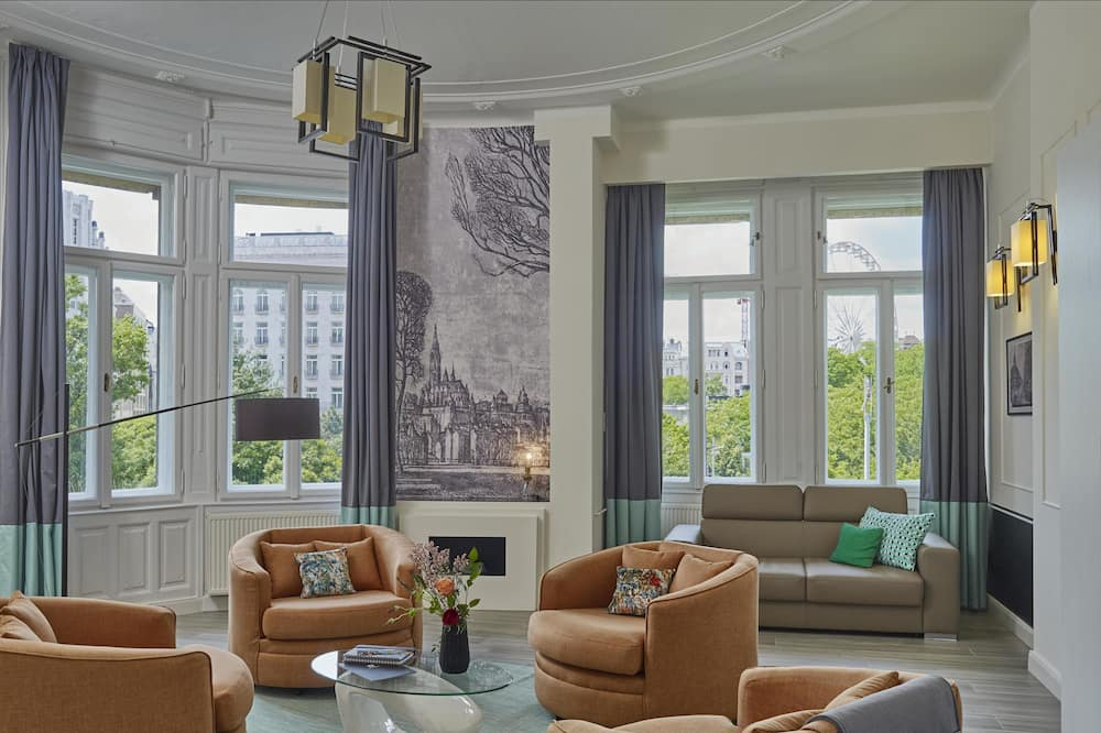 Superior Suite, 1 Bedroom, City View - Living Area