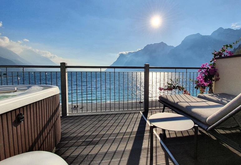Hotel Baia Azzurra, Arco, Habitación superior, bañera de hidromasaje, vista al lago, Terraza o patio