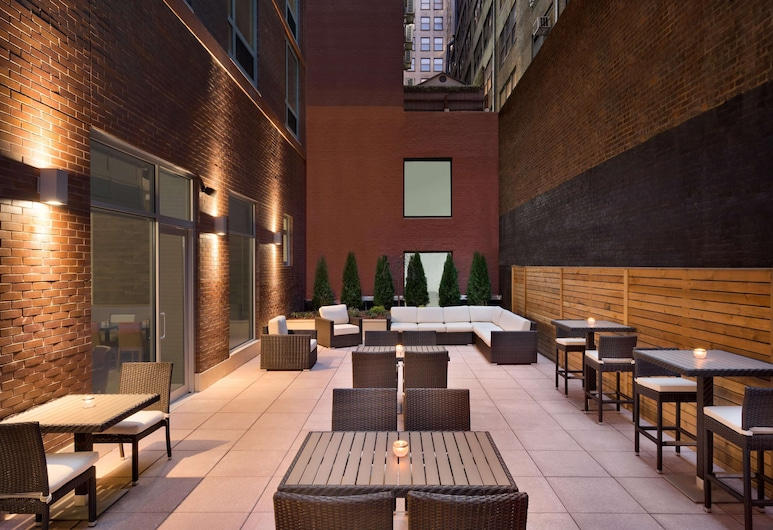 Hilton Garden Inn New York Times Square South, New York, Terrace/Patio